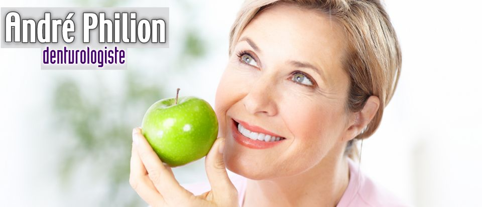 Woman with nice teeth holding a green apple